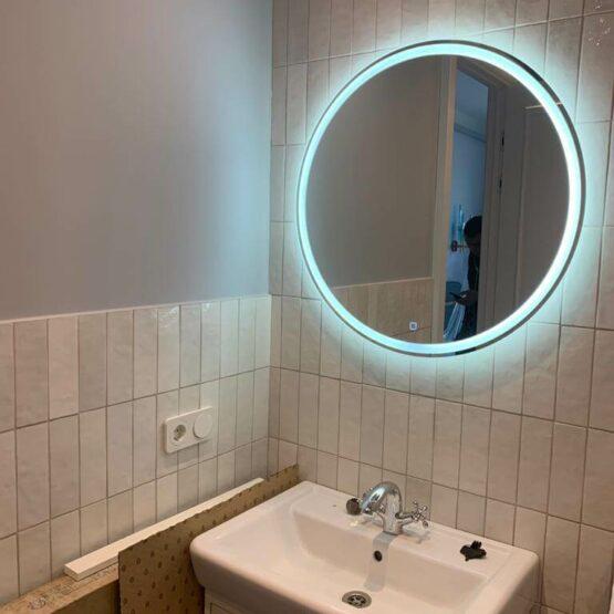 Раковина в ванной с подсветкой